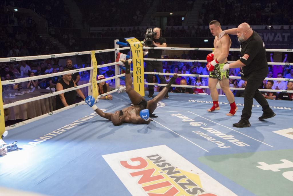 Năstase, la debutul său în Dynamite. KO împotriva lui Janu da Cruz.
